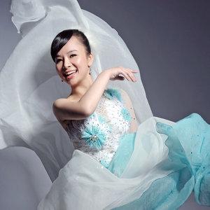 望月(热度:12)由凤凰飞翻唱,原唱歌手刘赛