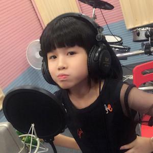 荷塘月色(热度:25)由人[杰]地灵翻唱,原唱歌手李佩芝