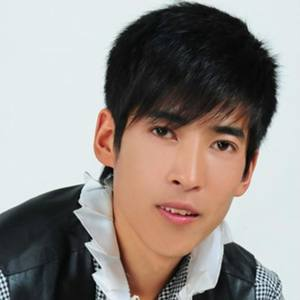 今生的唯一(热度:25)由开心每一天翻唱,原唱歌手依兰许峰