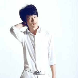 红尘情歌(热度:10)由君子兰翻唱,原唱歌手吴灿