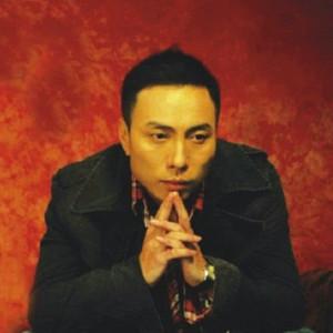 容易受伤的女人(热度:780)由德宏君翻唱,原唱歌手王闻