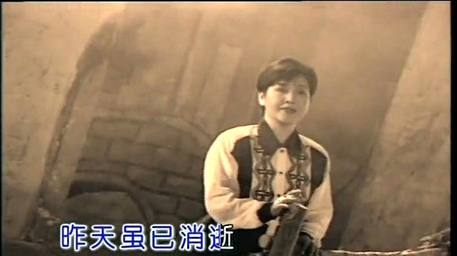 乡恋(Live)原唱是李谷一,由沉默是金翻唱(播放:119)