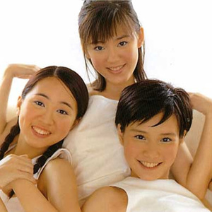 台湾又出现了一个三人舞曲少女组合kiss,她们有俏丽可爱的外型,平均年