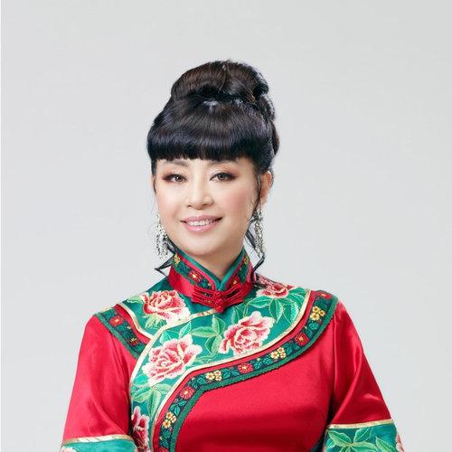 《中国大舞台》《谷穗上的蝈蝈》,《长江之歌》,《感谢大地》,《梅娘