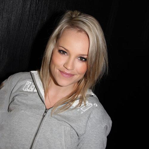 Download Lagu Karen Ferreira beserta daftar Albumnya