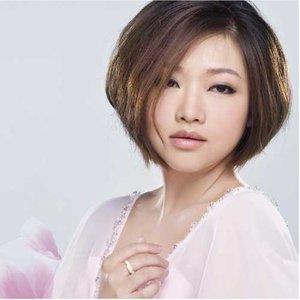 双瓣花(热度:438)由月弯弯翻唱,原唱歌手陈瑞