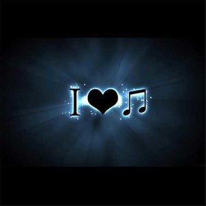 唱着情歌流着泪(DJ版)由幸福一家人演唱(原唱:祁隆)