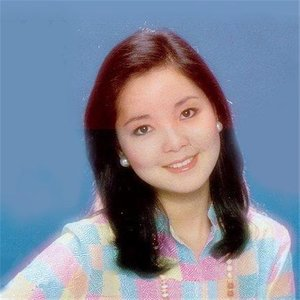 漫步人生路(热度:29)由胭脂雪翻唱,原唱歌手邓丽君