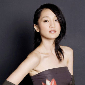 飘摇(热度:90)由Helene*菲儿【峻乐团】翻唱,原唱歌手周迅