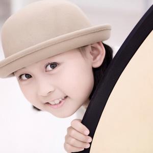 小小少年(热度:40)由Helene*菲儿【峻乐团】翻唱,原唱歌手杨烁