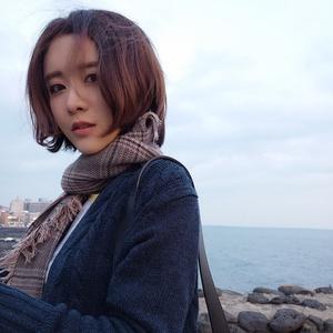 童话镇(热度:111)由联合国仙女社社长翻唱,原唱歌手陈一发儿