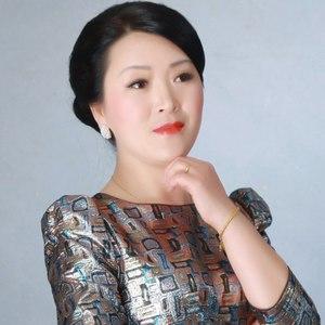 留恋草原原唱是燕尾蝶,由冰山上的雪莲翻唱(播放:279)