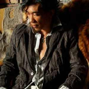 我是一个被爱伤过的人(热度:334)由素颜翻唱,原唱歌手林峰
