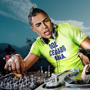 不装饰你的梦(DJ Huibo Remix)原唱是DJ,由忆梦《撤退》翻唱(试听次数:43)