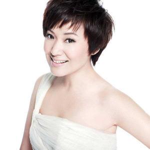 北京的金山上(热度:10)由徐宝玲翻唱,原唱歌手周艳泓