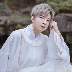 明月天涯(热度:119)由Variety小恒翻唱,原唱歌手萧忆情